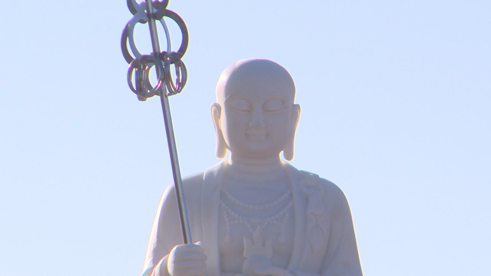 В поселке Яшкуль прошло торжественное освящение  статуи Кшитигарбхи
