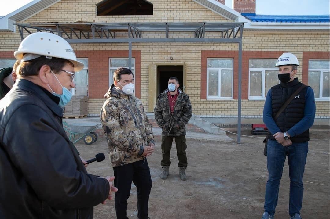Глава Калмыкии посетил ряд социальных и спортивных объектов в Ики-Бурульском районе