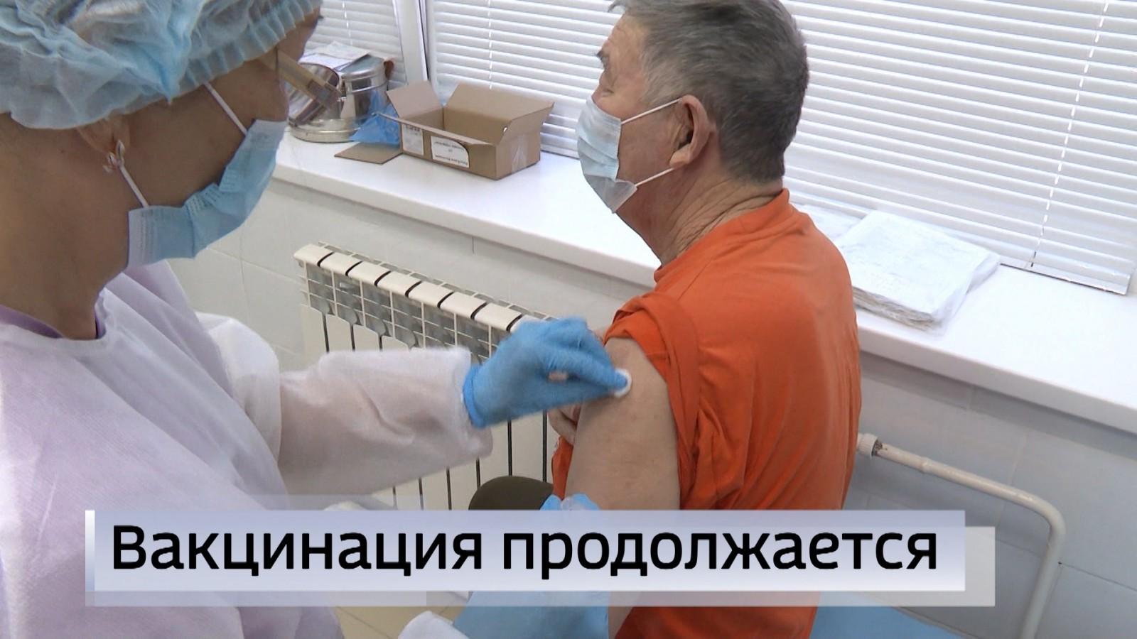 В Элистинской городской поликлинике идёт вакцинация населения столицы и  Целинного района