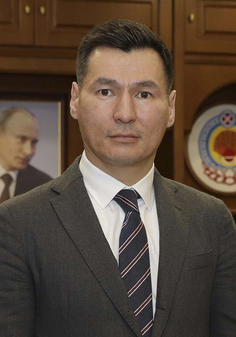 Бату Хасиков поздравил жителей Калмыкии с Днём защитника Отечества