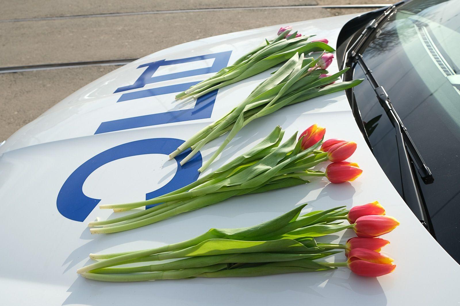 «Цветочный патруль». Сегодня объектами внимания сотрудников ГИБДД на дорогах станут автоледи