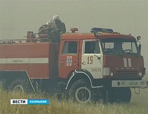 В Калмыкии фиксируются новые очаги степных пожаров