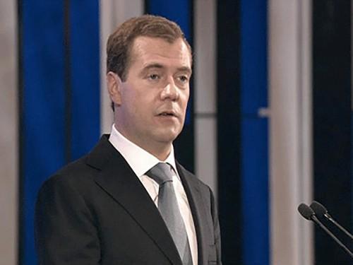 Медведев призвал студентов работать во время учебы