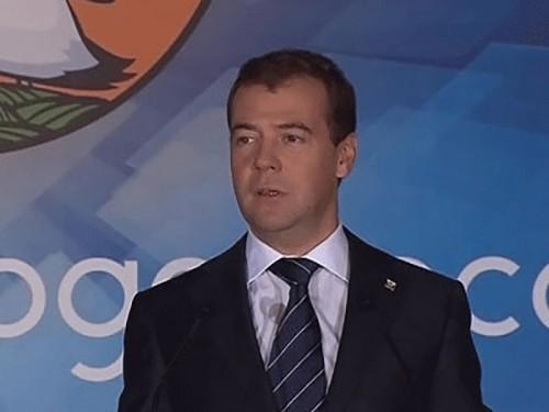 Медведев: у наших школ и вузов должны быть полноценные фонды поддержки