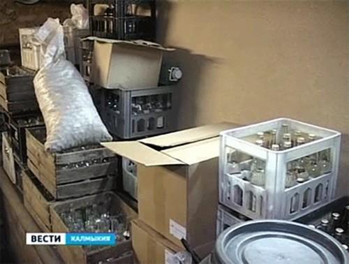 Жители Приютненского района пытались сбыть суррогатный алкоголь