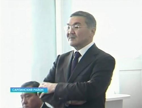 Глава Калмыкии продолжает рабочую поездку по Сарпинскому району