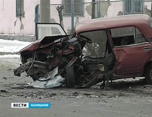 В центре Элисты произошло крупное ДТП, 5 человек пострадали