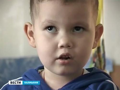 Маленький Эрнест мужественно борется с раком и нуждается в помощи