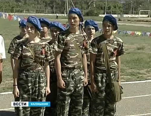 Калмыцкие школьники соревнуются в строевой подготовке