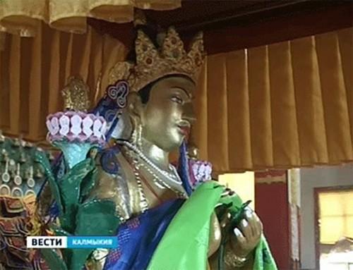 В Калмыкии отмечают праздник Первый поворот Колеса Учения
