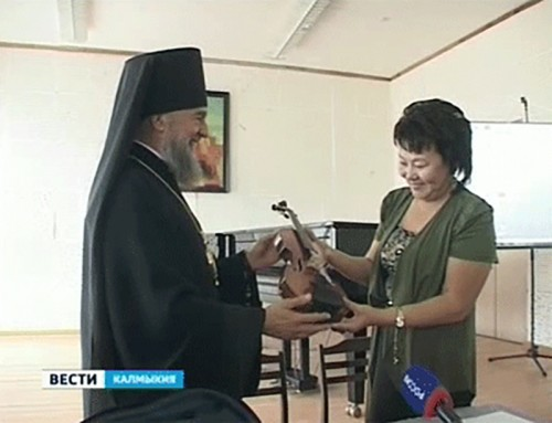 Епископ Зиновий пополнил инструментальную базу музучилища