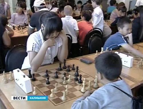 В Элисте стартовал детский республиканский турнир по шахматам