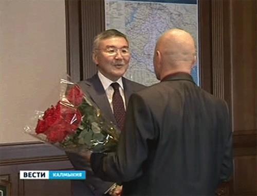 Алексей Орлов поздравил главу Приютненского района с уверенной победой на выборах