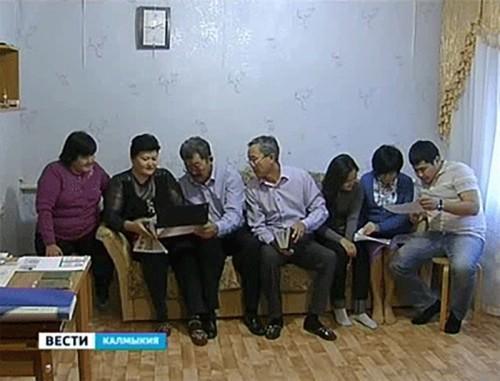 """Проект """"Узнай себя"""": семья Манджиевых — вновь за праздничным столом"""
