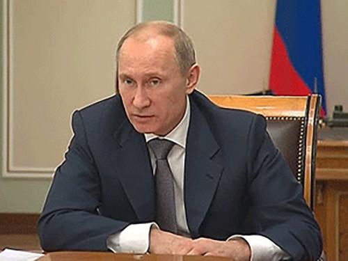 Владимир Путин распорядился повысить зарплаты учителей в регионах