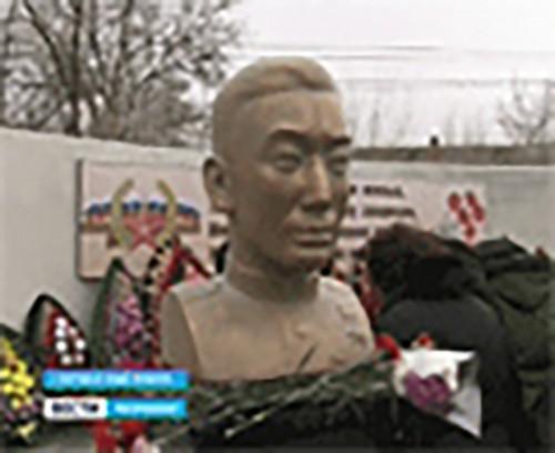 В пос. Салын Тугтун открыт мемориальный комплекс Эрдни Деликову и Эренцену Бадмаеву