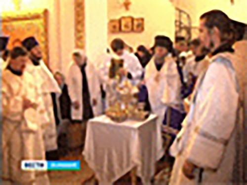 В Казанском кафедральном соборе Элисты прошла рождественская служба