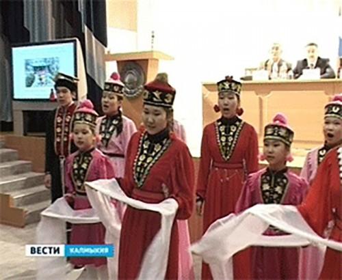 В Калмыкии Международный день родного языка отметили языковой лотереей и флешмобом