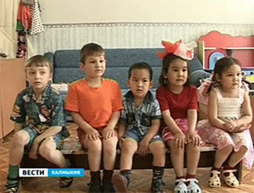В Калмыкии увеличатся пособия на усыновленных детей