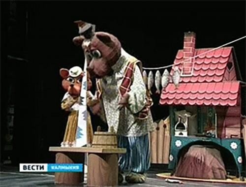В Калмыкии с гастролями находится Астраханский театр кукол
