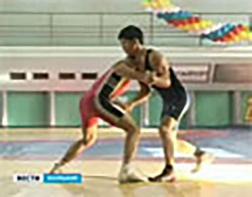 Элиста принимает турнир юных борцов