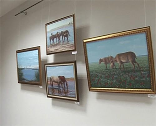 В Национальном музее открылась персональная выставка Эдуарда Азыдова