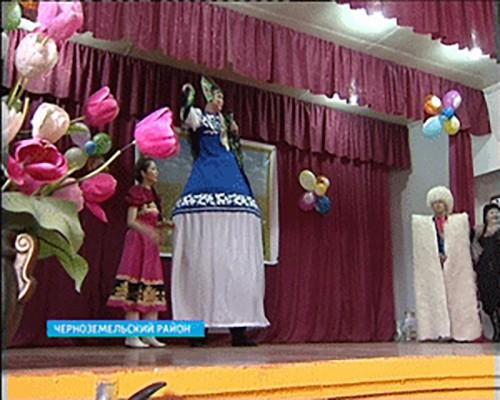 Эстафету празднования Дня местного самоуправления открыли Черноземельский и Яшкульский районы