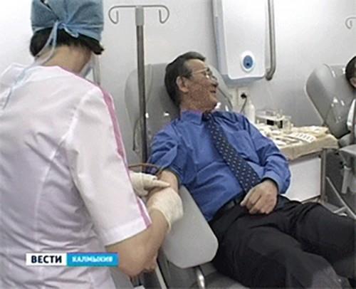 """Калмыцкие министры стали донорами в рамках акции """"Протяни руку жизни"""""""