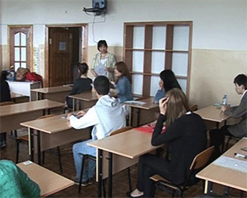 Выпускники Калмыкии сдают ЕГЭ по литературе и географии