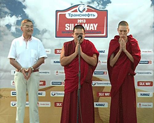 """Калмыцкие монахи прочитали молитву на удачу участникам ралли """"Шелковый путь"""""""