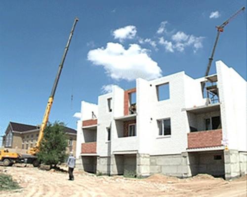 Строительство дома по улице Калачинская идет по плану