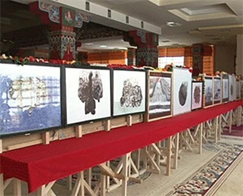 В центральном хуруле Калмыкии открылась художественная выставка Владимира Саксыкова