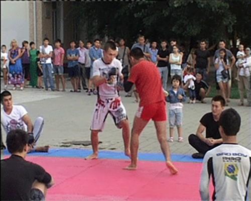 Воспитанники федерации грэпплинга устроили показательные выступления