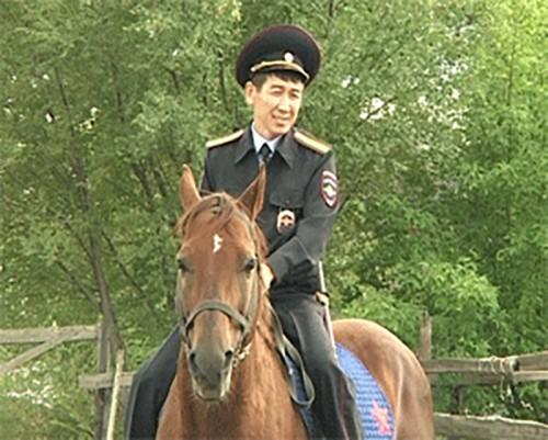Покой элистинцев охраняет конная полиция