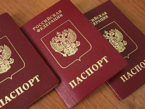 Юные жители Калмыкии получили свой первый главный документ