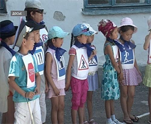 Школьники Калмыкии соревнуются в знаниях ПДД