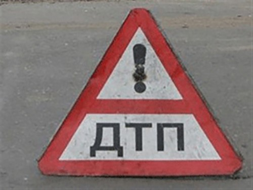 В Малодербетовском районе столкнулись легковушка и внедорожник, 1 человек погиб