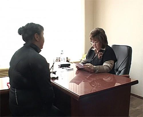 Погорелица мать-одиночка пришла за помощью в Общественную приемную Д. Медведева