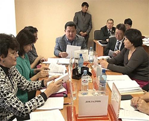 Министр соцразвития Калмыкии предложила выдавать многодетным семьям специальные удостоверения