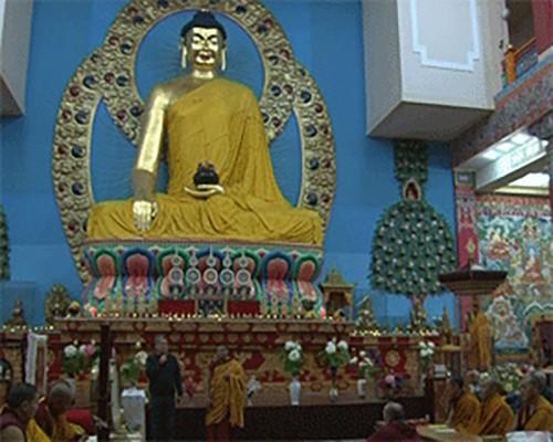 Большим праздничным молебном в Калмыкии отметили нисхождение Будды Шакьямуни