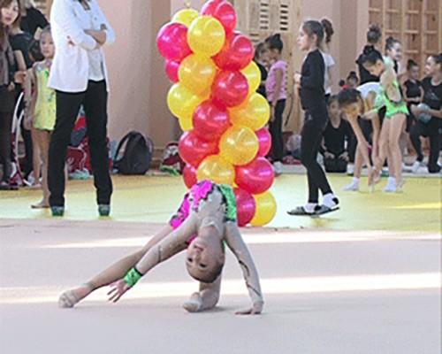 За призы Олимпийской чемпионки Лондона Алины Макаренко поспорят 250 гимнасток