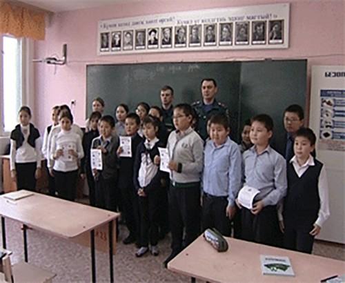 Школьникам Элисты рассказали о правилах использования пиротехнических изделий