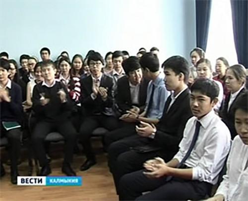Заседание дискуссионного клуба в элистинском лицее провел Глава Калмыкии