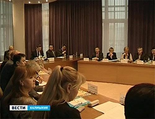 Правительство Калмыкии обсудило перспективы и планы развития Черноземельского района