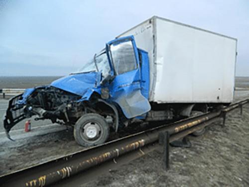 В Калмыкии автомобиль вылетел в кювет, 1 человек погиб