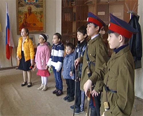 Детский ансамбль казачьей песни готовится к своему первому выступлению