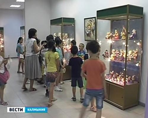 В Национальном музее открылась выставка «Остров Детства»