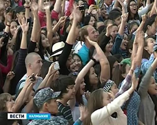 Жители Калмыкии отметили День России