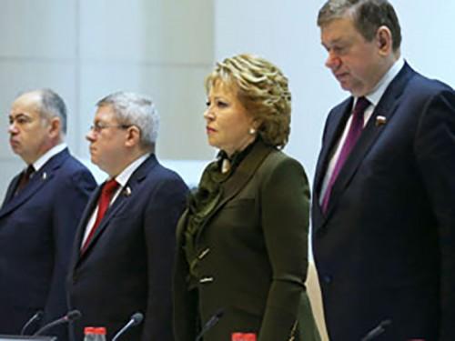 Совет Федерации отозвал согласие на использование войск на Украине
