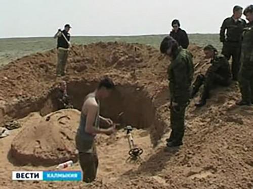 Поисковиками Донецкой области найдено захоронение красноармейца из Калмыкии